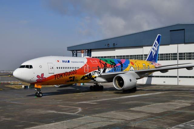 伊丹空港で塗装を終えたANAのHELLO 2020 JET