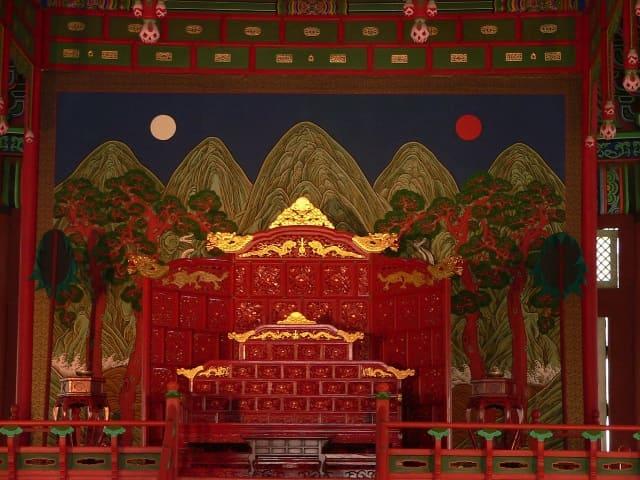 李氏朝鮮の王宮・景福宮の玉座と日月五峰図