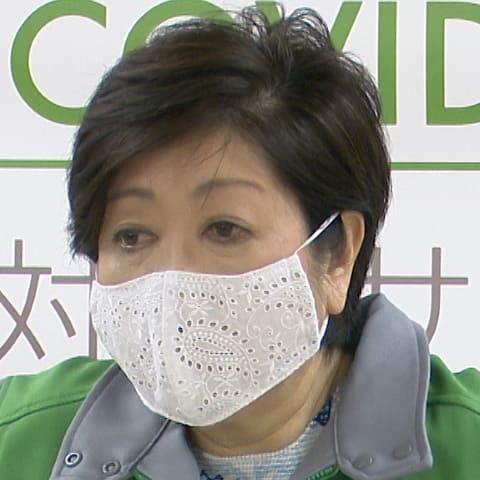 穴あきマスクで新型コロナウイルスが危険ではないことを証明する小池百合子